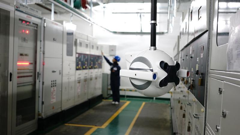 南方电网首个配电网智能巡检机器人投入运行