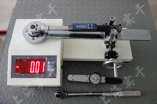定扭扳手測試設備圖片